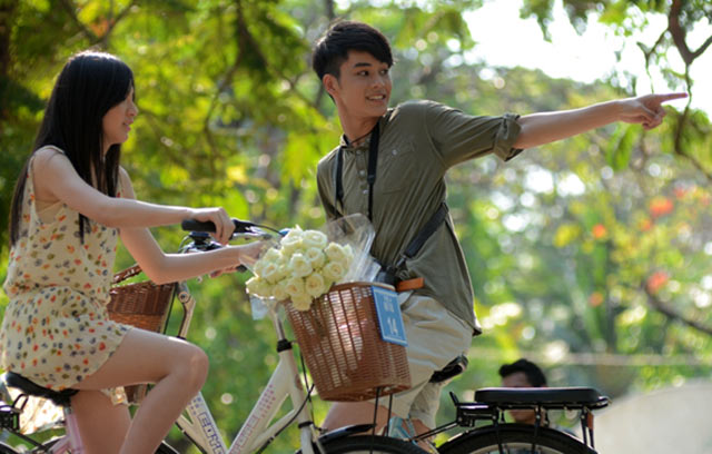 Ini adalah omnibus tiga cerita cinta dari Thailand yang dibagi dalam
